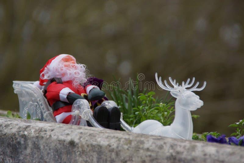 Papai Noel em seu trenó foto de stock