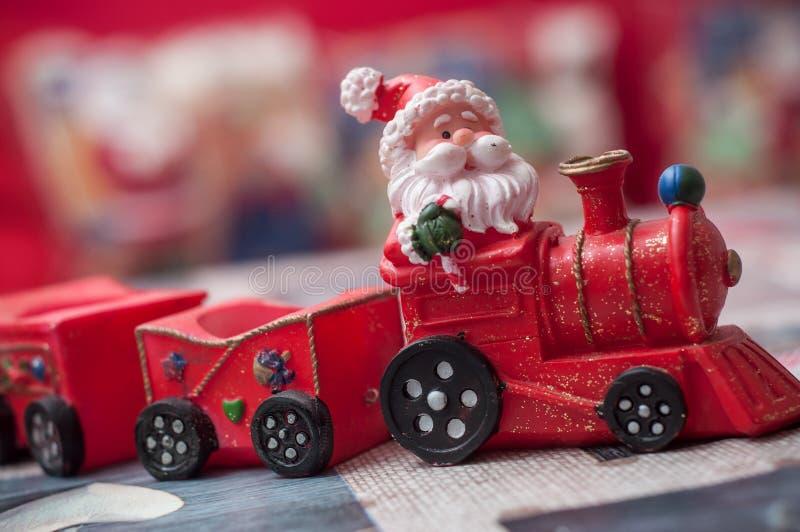 Papai Noel no trem diminuto do brinquedo fotografia de stock royalty free