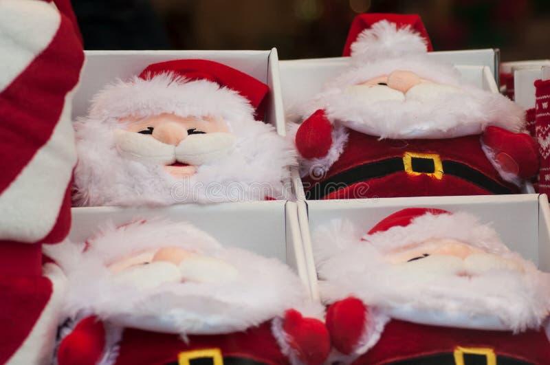 Papai Noel para a decoração do Natal no showroo da loja fotografia de stock