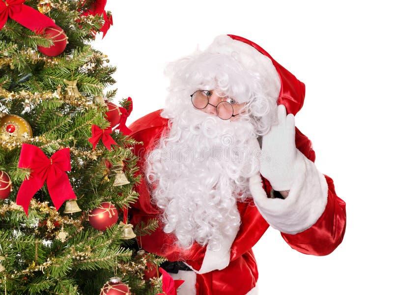 Papai Noel pela árvore de Natal. fotos de stock royalty free