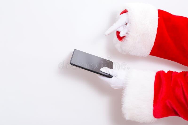 Papai Noel que guarda um tablet pc fotografia de stock