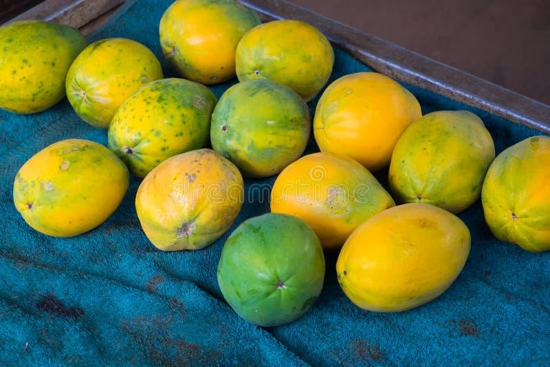 Papaja's voor Verkoop bij Landbouwers` s Markt in Hawaï royalty-vrije stock afbeelding