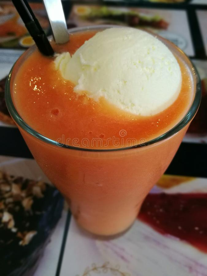 Papaja smoothie stock afbeeldingen