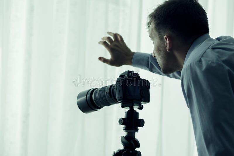 Paparazzi com câmera fotos de stock