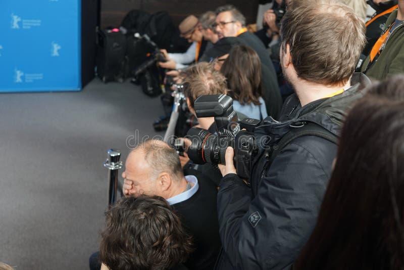 Paparazzi på arbete royaltyfri bild