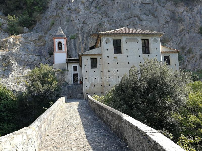 Papasidero - przelotne spojrzenie od mosta sanktuarium obrazy royalty free