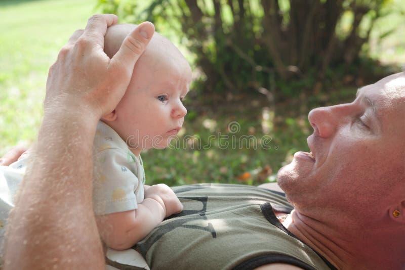 Papatijd met Baby royalty-vrije stock fotografie
