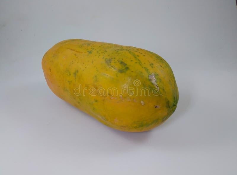 Papaya φρούτα που απομονώνονται, φρέσκα τρόφιμα στο άσπρο υπόβαθρο στοκ εικόνα με δικαίωμα ελεύθερης χρήσης