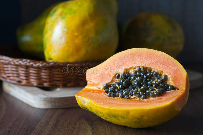 papaya royaltyfria foton
