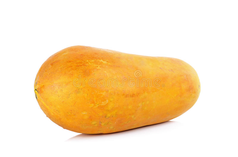 Papaya amarilla aislada en el fondo blanco imagenes de archivo