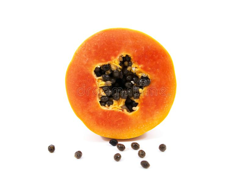 Papaya fresca aislada en el fondo blanco Papaya madura aislada Papaya amarilla aislada La papaya madura cortó aislado imágenes de archivo libres de regalías