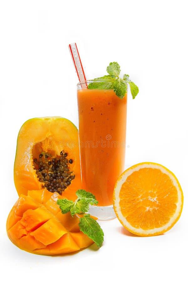 Papaya mangofruktsaft med apelsinen royaltyfri fotografi