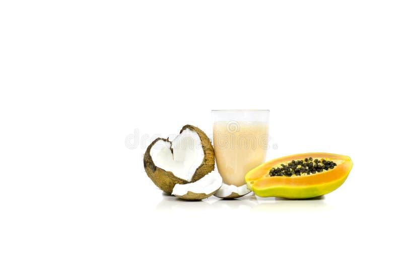 Papaya- och kokosnötsmoothie royaltyfri fotografi