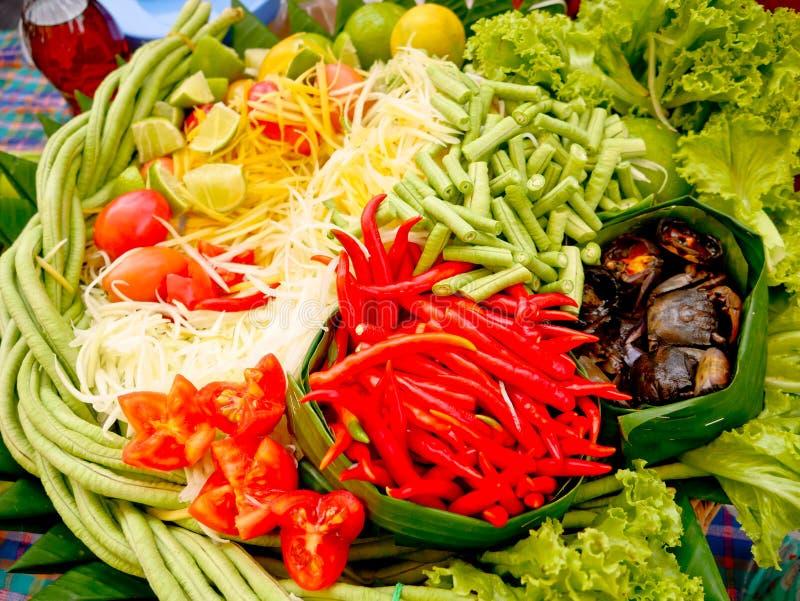 Papayasallad eller Somtum, thail?ndsk mat royaltyfri fotografi