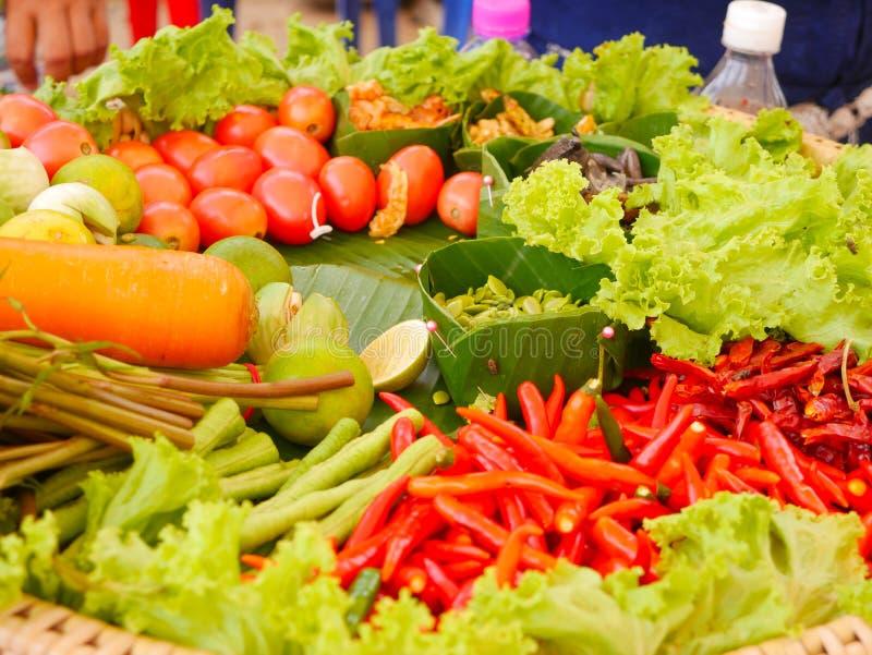 Papayasallad eller Somtum, thail?ndsk mat royaltyfri bild