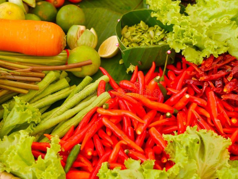 Papayasallad eller Somtum, thail?ndsk mat arkivbilder