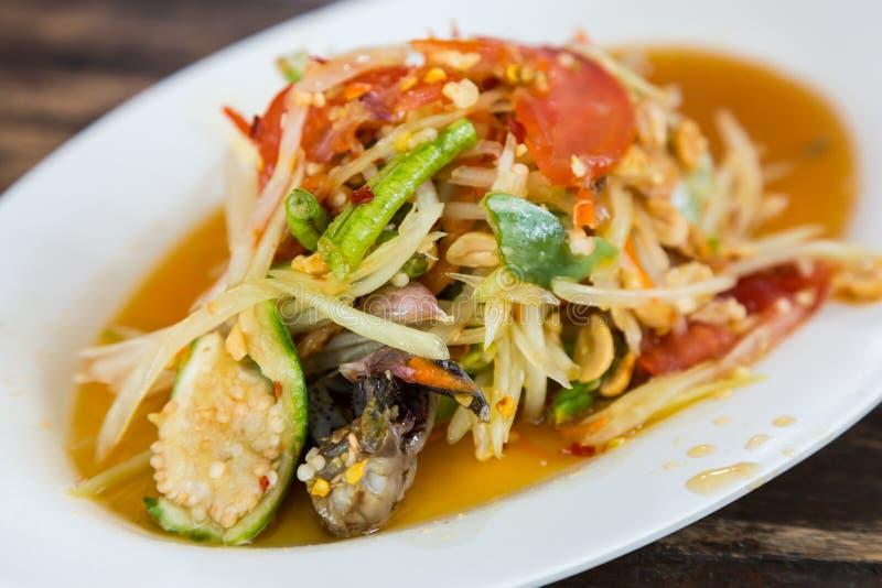 Papayasallad i Laos stil med den inlagda krabban arkivbild