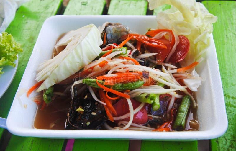 Papayasallad, thailändsk Tum för matnamnSom i formask arkivbilder