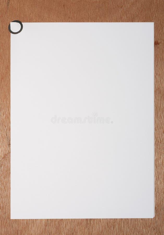 Papel A4 com paperclip redondo imagem de stock royalty free