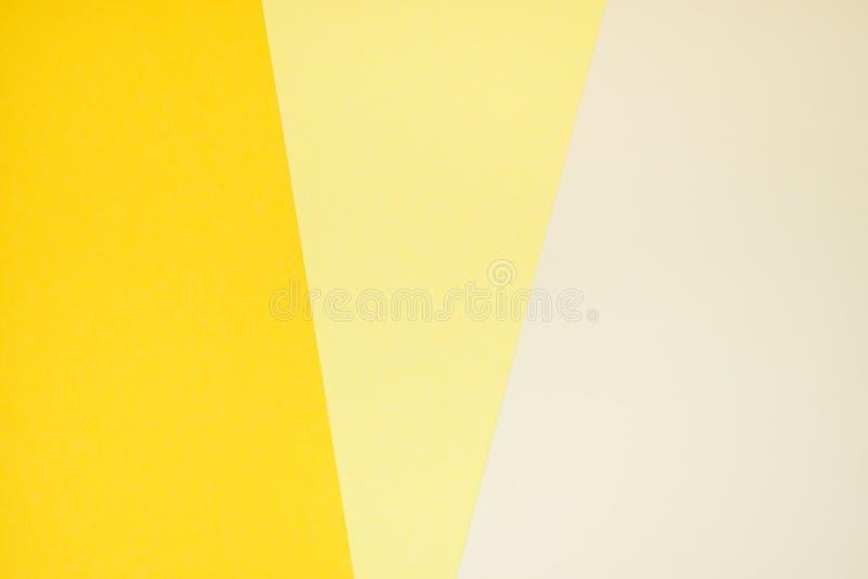Papel amarelo da cor em três máscaras fotos de stock