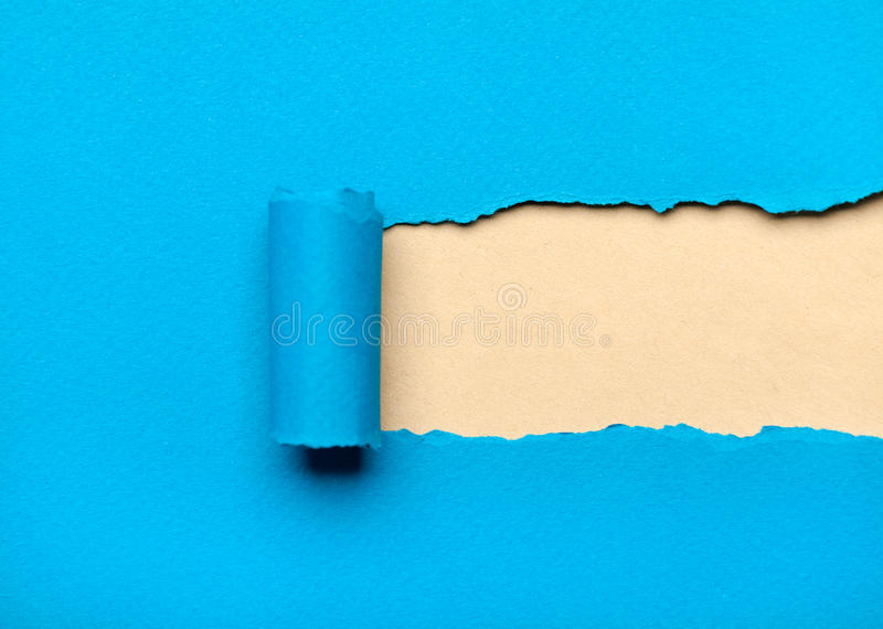 Papel azul rasgado com espaço leitoso para a mensagem imagem de stock royalty free