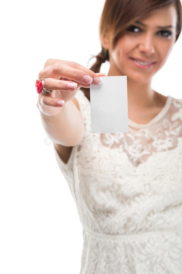 Papel bonito de Holding Small White da jovem senhora imagem de stock royalty free