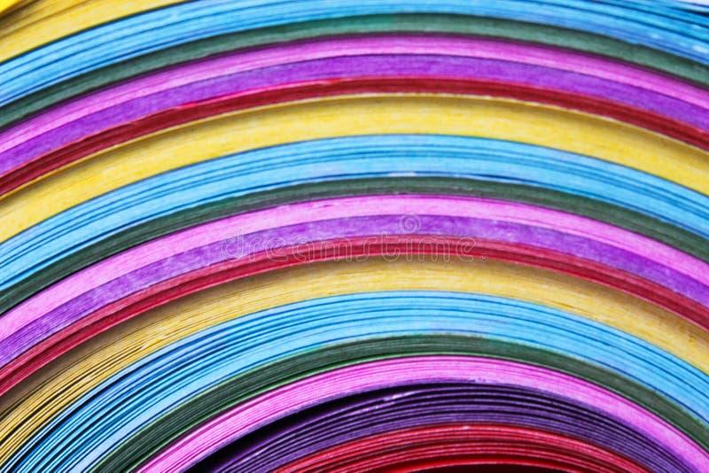 Papel colorido colorido na linha fundo dos testes padrões fotografia de stock
