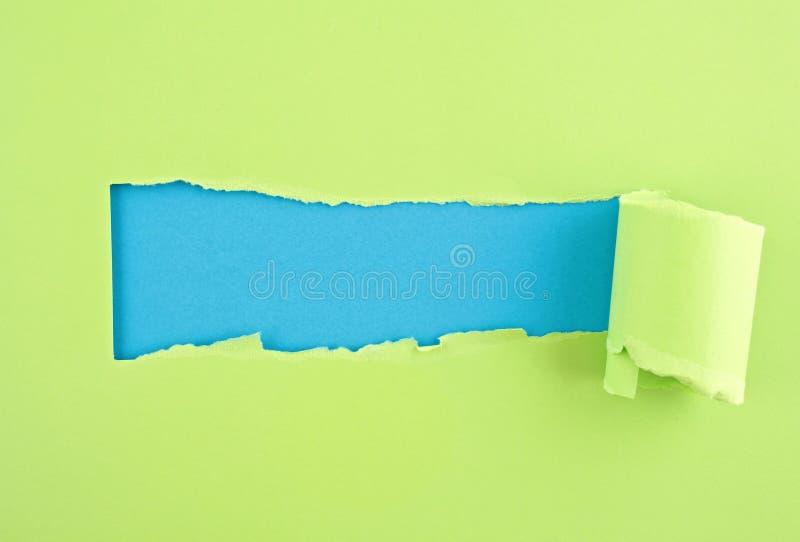 Papel colorido rasgado, furo na folha de papel imagem de stock royalty free