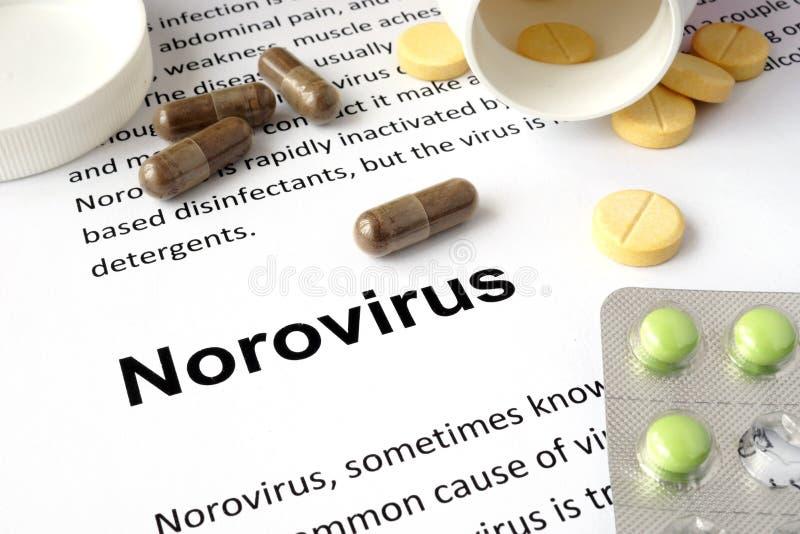 Papel con norovirus y las píldoras fotos de archivo libres de regalías