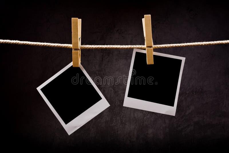 Papel da fotografia com os quadros imediatos da foto unidos à sagacidade da corda imagem de stock royalty free