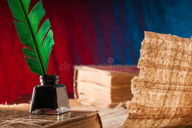 Download Papel da pena e do papiro foto de stock. Imagem de textura - 65580632