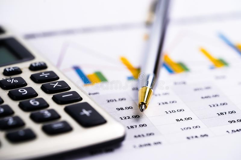 Papel da planilha da calculadora, das cartas e dos gráficos Finança, conta, estatísticas e negócio foto de stock royalty free