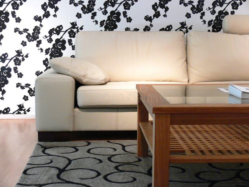Papel de empapelar del sofá y de la flor fotos de archivo