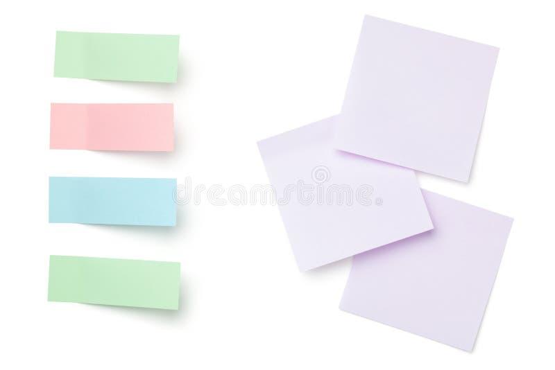 Papel de nota pegajoso do cargo isolado no fundo branco fotografia de stock royalty free