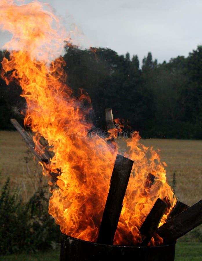 Papel de parede ardente de madeira de HD foto de stock royalty free
