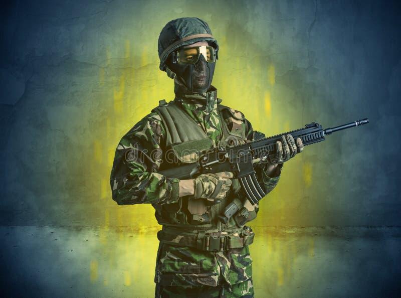 Papel de parede arruinado com soldado do perigo imagem de stock