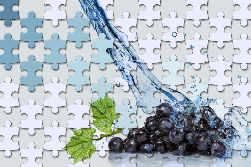 papel de parede 3d, partes do enigma de serra de vaivém e uva, respingo da água em claro - fundo azul ilustração royalty free