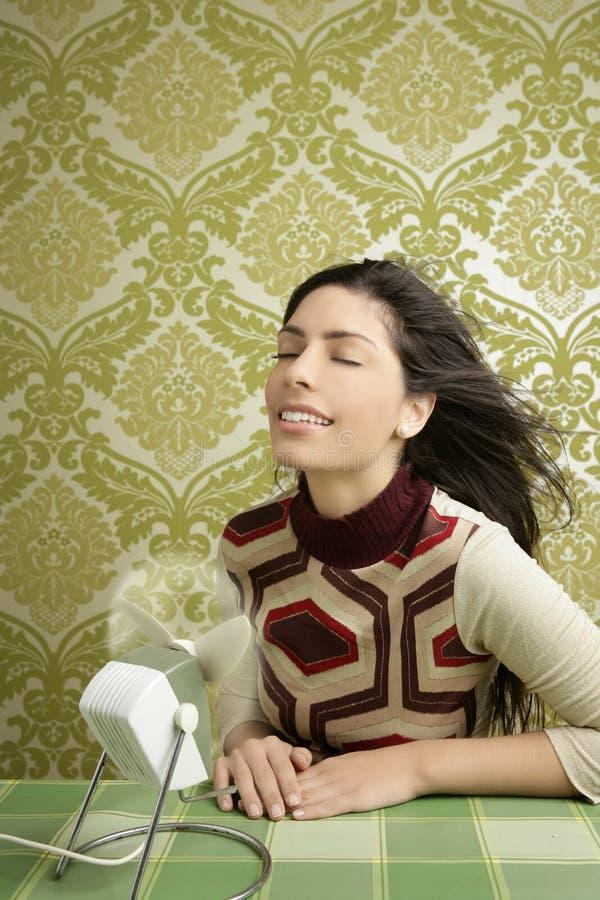 Papel de parede retro dos anos sessenta do vintage da mulher do ventilador do ar imagens de stock royalty free