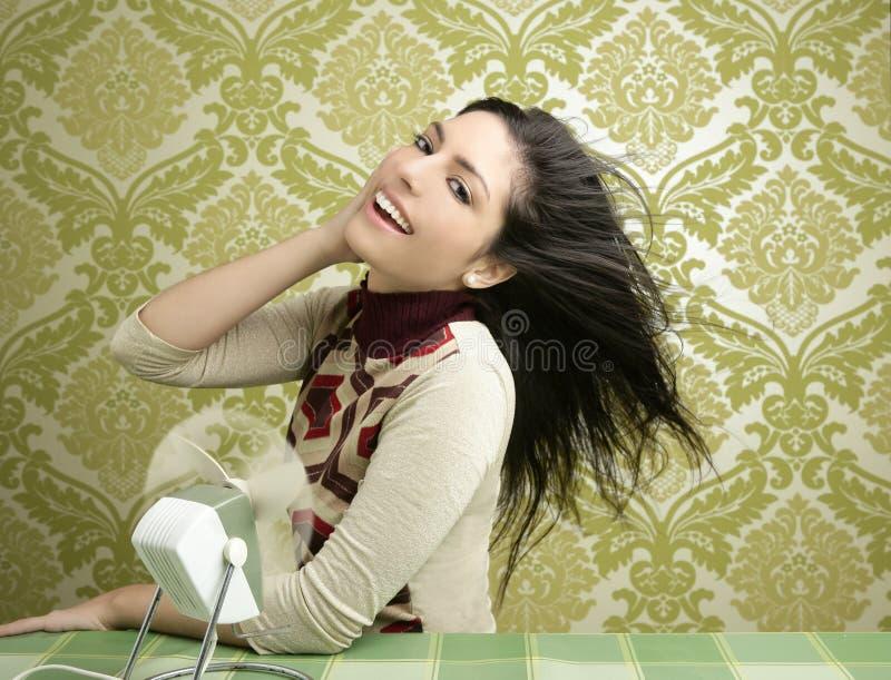 Papel de parede retro dos anos sessenta do vintage da mulher do ventilador do ar foto de stock