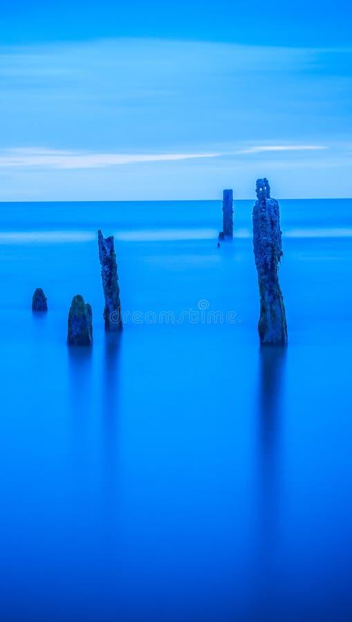 Papel de parede tranquilo do azul do seascape da água do oceano imagens de stock royalty free