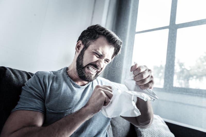 Papel de rasgo virado da pessoa masculina em partes fotografia de stock royalty free