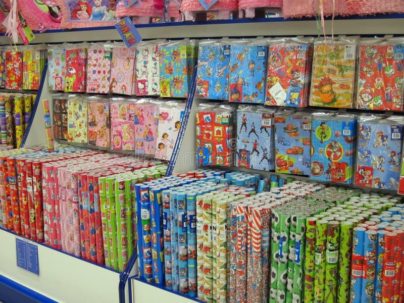 Papel de regalo o papel de embalaje para la venta. fotografía de archivo libre de regalías