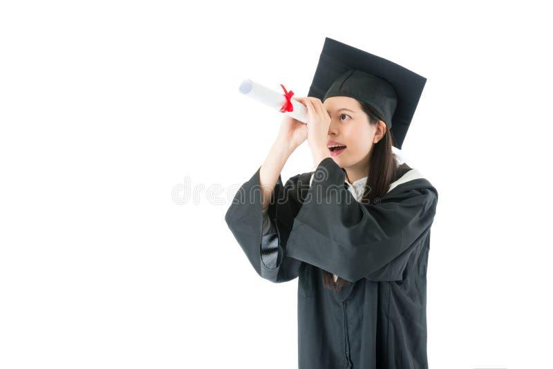 Papel de utilização graduado consideravelmente fêmea da concessão do diploma fotografia de stock