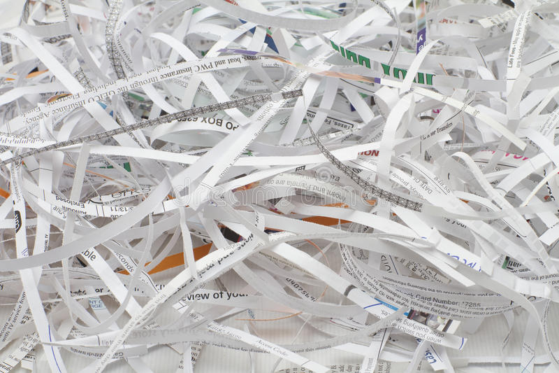 Papel del corte de la desfibradora imagen de archivo libre de regalías