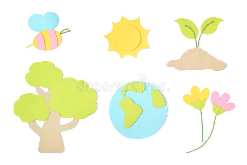 Papel del elemento del Día de la Tierra cortado en el fondo blanco imágenes de archivo libres de regalías