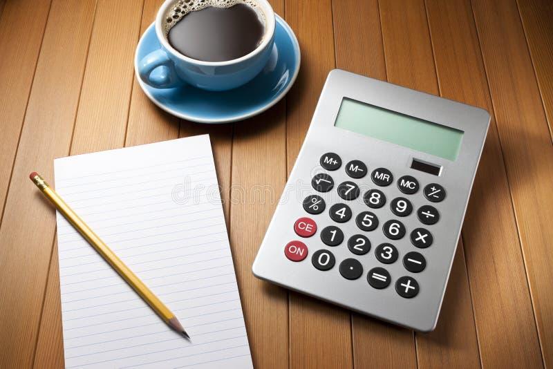 Papel do lápis da mesa da calculadora imagens de stock