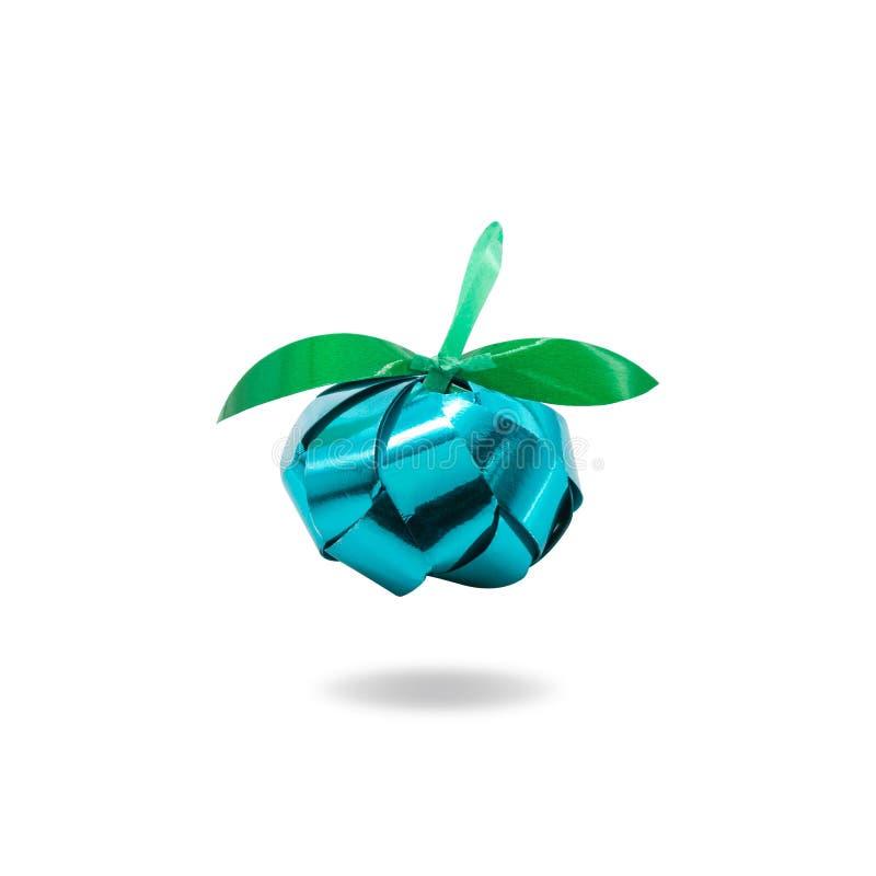 Papel dobrado no conceito do fruto e na folha verde no fundo branco isolado Plástico bonito feito a mão do origâmi Trajeto de gra imagem de stock