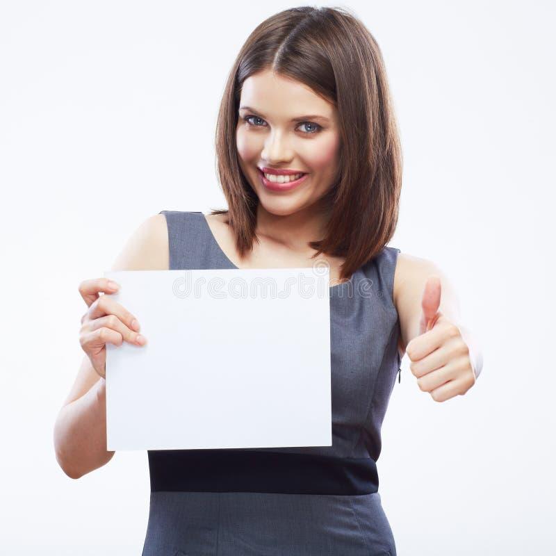 Papel en blanco blanco del asimiento de la mujer de negocios Demostración sonriente joven de la muchacha fotos de archivo libres de regalías