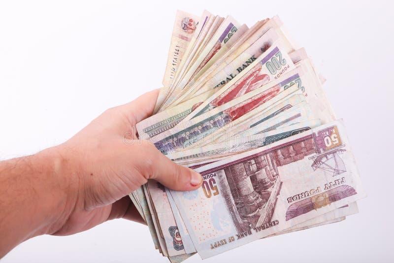 Papel moeda do egípcio da posse da mão foto de stock royalty free