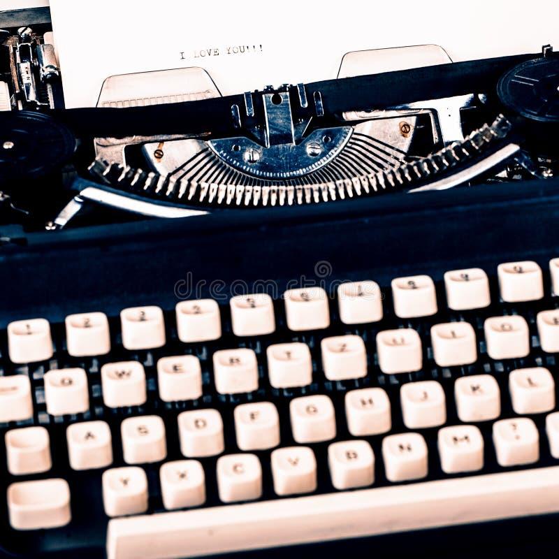 Papel na máquina de escrever fotos de stock royalty free